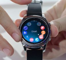The-Samsung-Gear-S3-smart-watch-is-prese